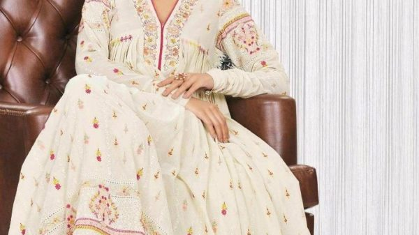 bareeze-embroidered-swiss-lawn-collection-2012-launched-1-8559812