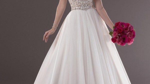 ball-gown-wedding-dresses-with-sweetheart-neckline-and-bling-751x1024-5981626