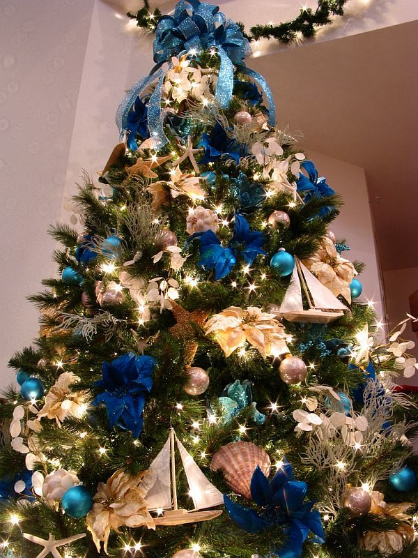 decorate-a-christmas-tree-professionally-with-ribbon-2-1841435
